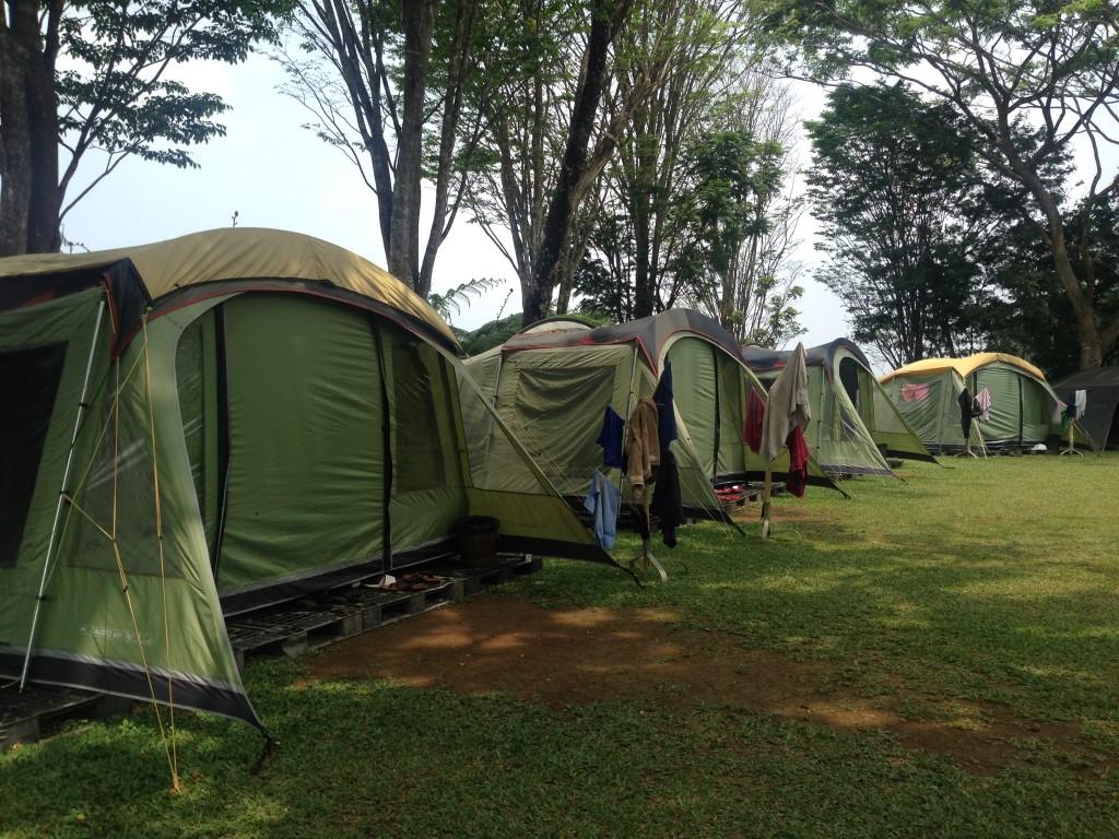 Tenda di campsite tanakita yang sedang digunakan rombongan