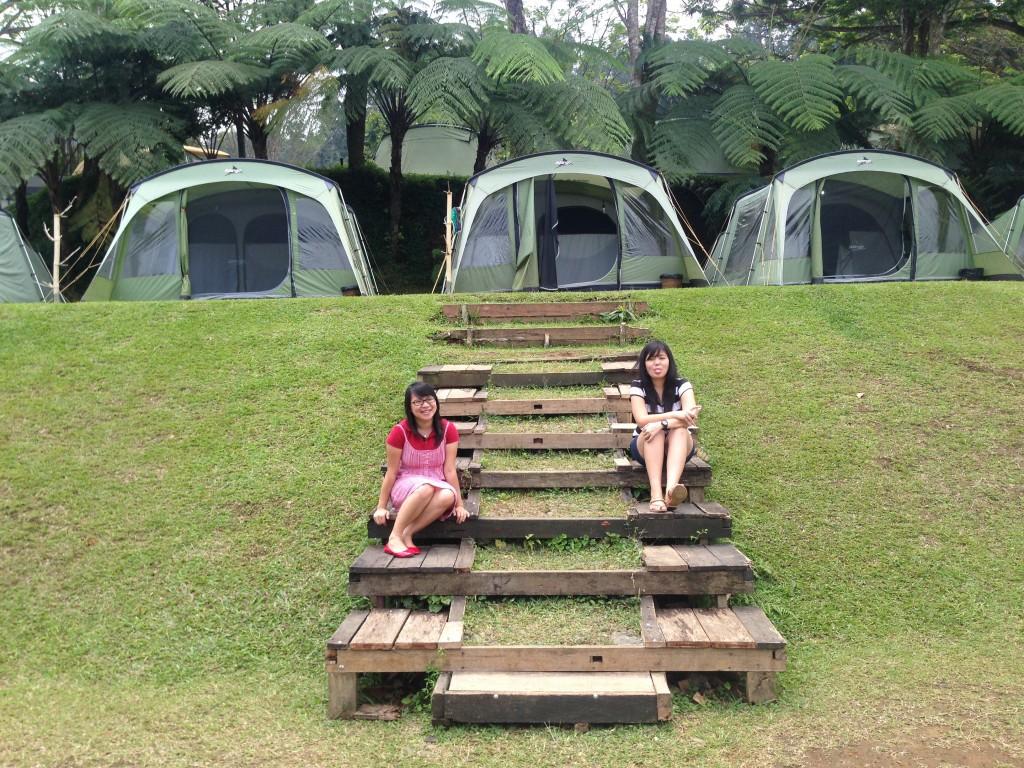 Tenda pada campsite bagian bawah menghadap ke tenda makan