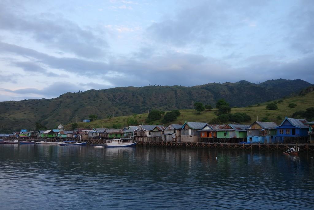 Deretan Rumah Panggung Desa Komodo