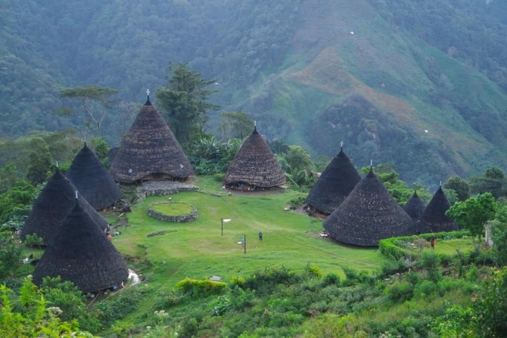 Desa Wae Rebo dari taman baca