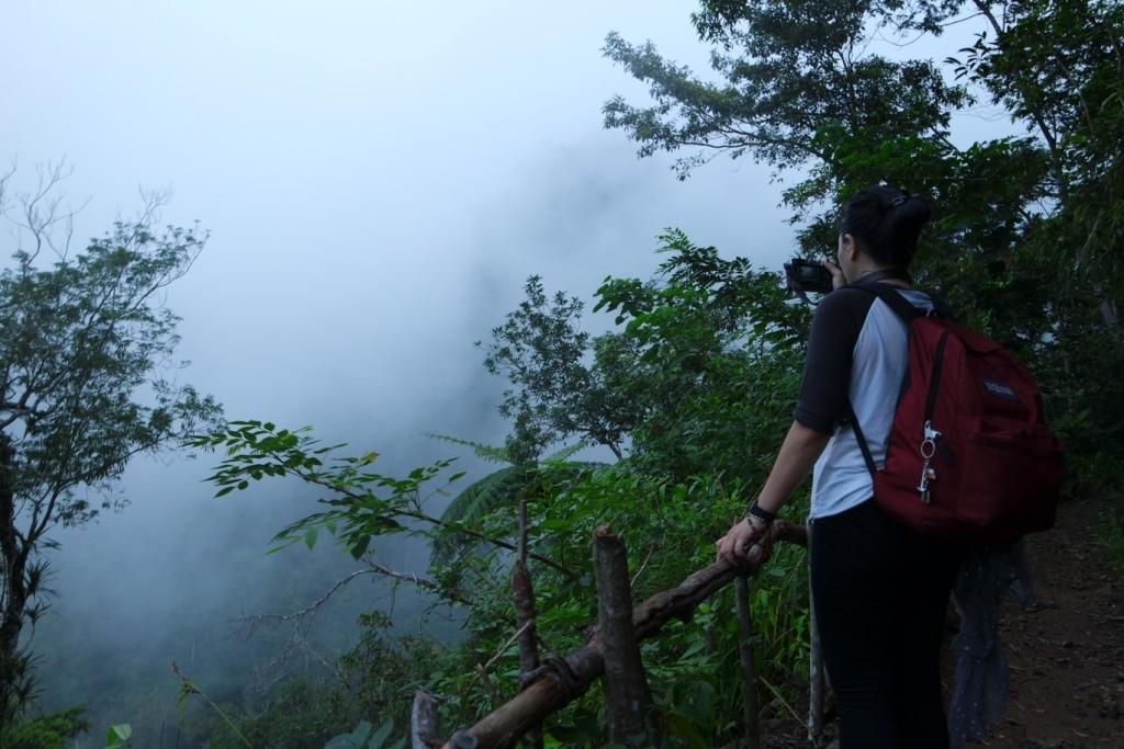 Pemandangan kabut saat trekking