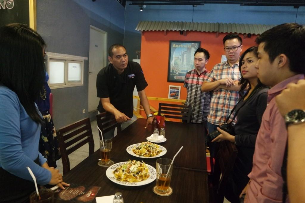Chef Anto memberikan penjelasan tentang Macho Nacho