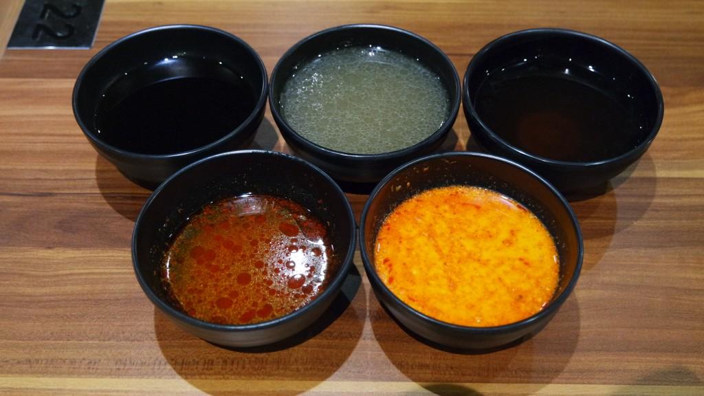 Atas kiri - bawah kanan : Sukiyaki Soup, Chicken Imizutaki Soup, Original Konbu Soup, Spicy Seafood Soup, Spicy Tonyu Soup