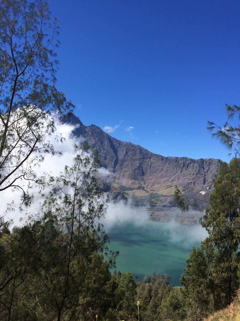 View Pendakian Menuju Plawangan Senaru dari Danau Segara Anak